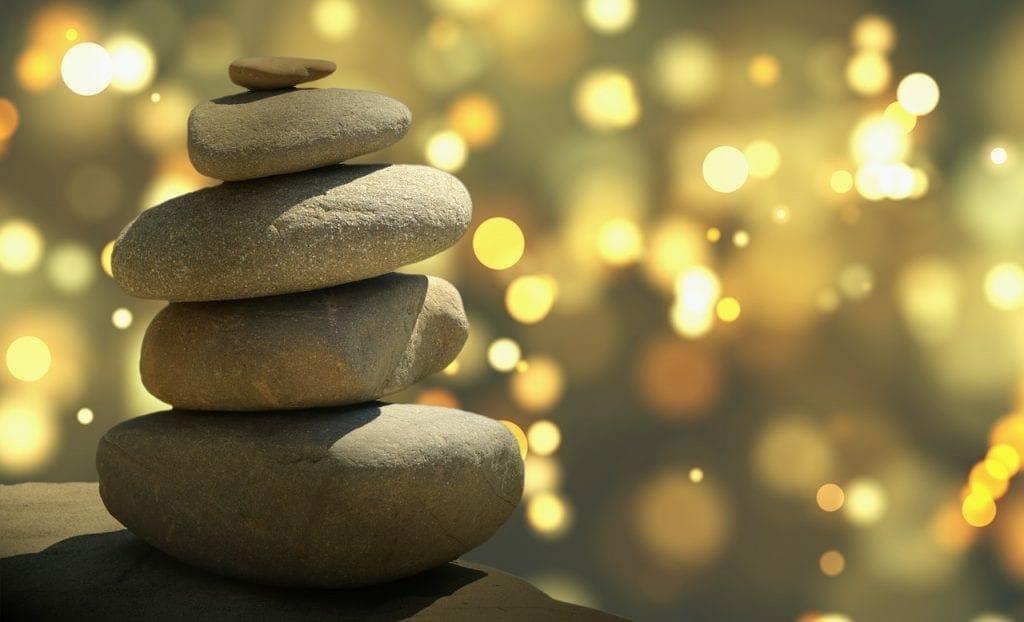 Feng Shui stones offering a minimalist, downsize effect